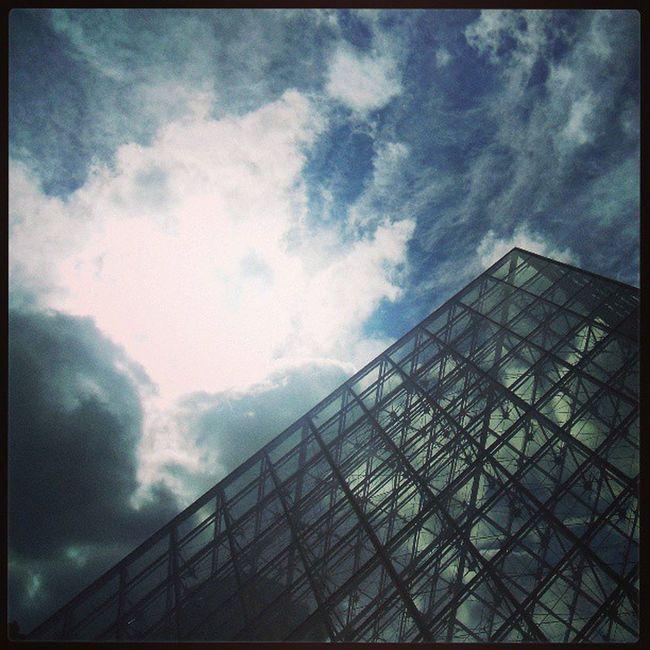 Parigi Parigini Louvre Monnalisa afpentaprisma AmoParigi Nuvole Sole fotodelgiorno Istagram Fotografia tiamo