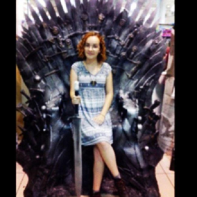 ... e enfim, o trono de ferro pertence a uma Greyjoy. Got ASoIaF Ironthrone Americanas