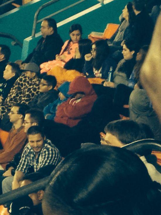 Who goes to sleep at the  Orange Bowl ? Sleepy