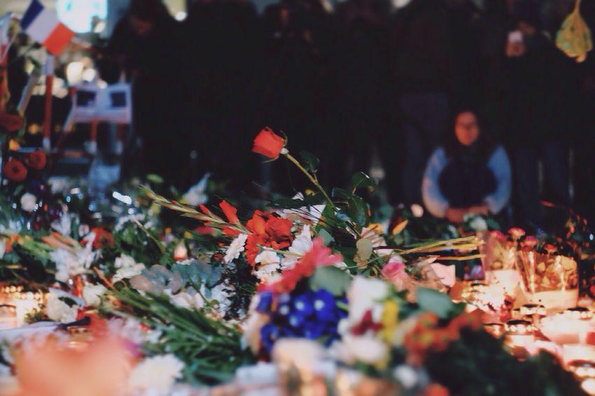 Picture says everything Prayforparis Berlinfurparis Prayforhumanity Long And Sad Weekend Candlelight Praying TogetherWeAreStrong Silencemoment PrayForParis🙏 Showcase: November
