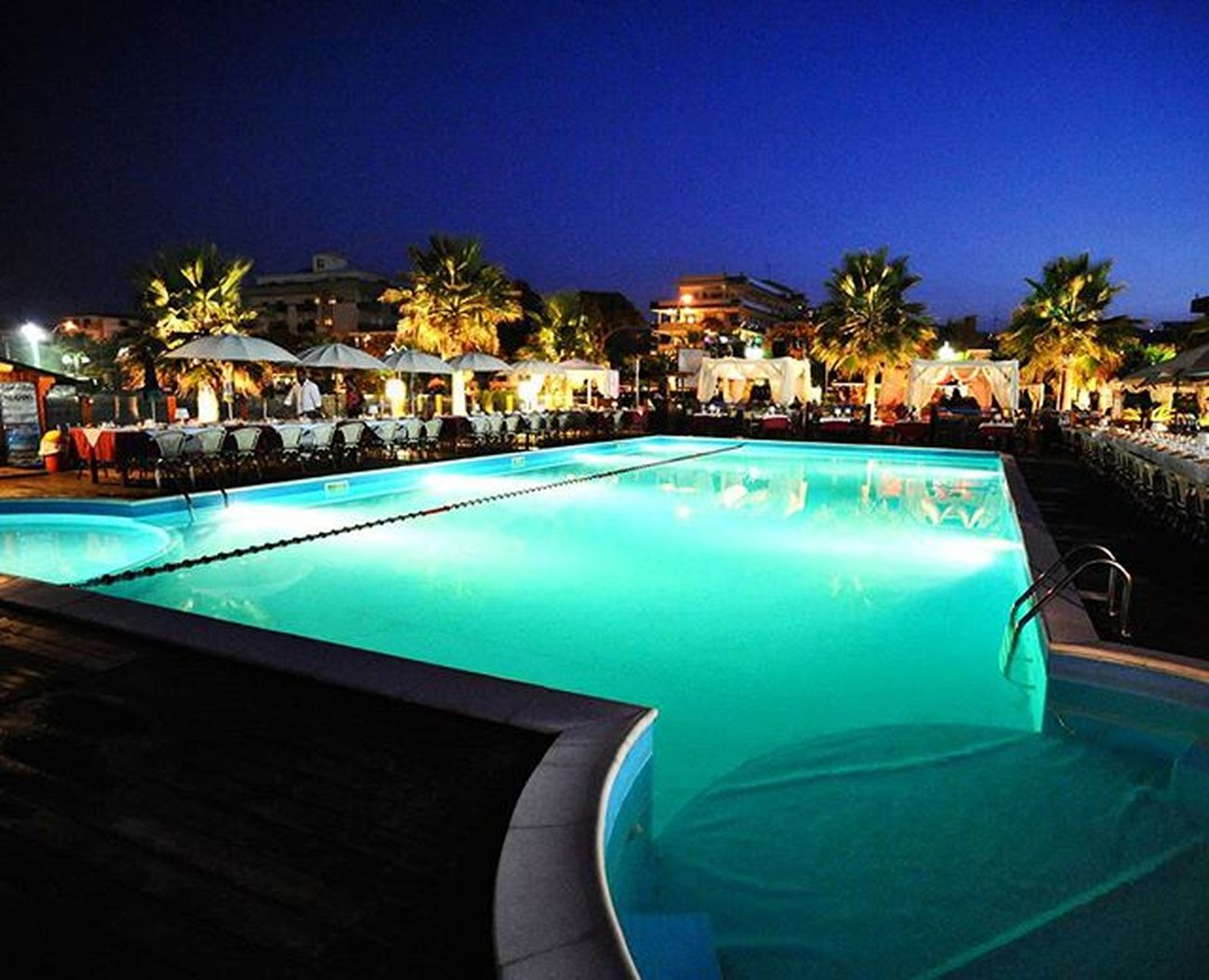 Nighttime Nightlife 33agosto Manakara Holiday Swimmingpool Deluxe Oldalbum Oldholidays Abruzzo Club Dance Young Wild And Spritz ©