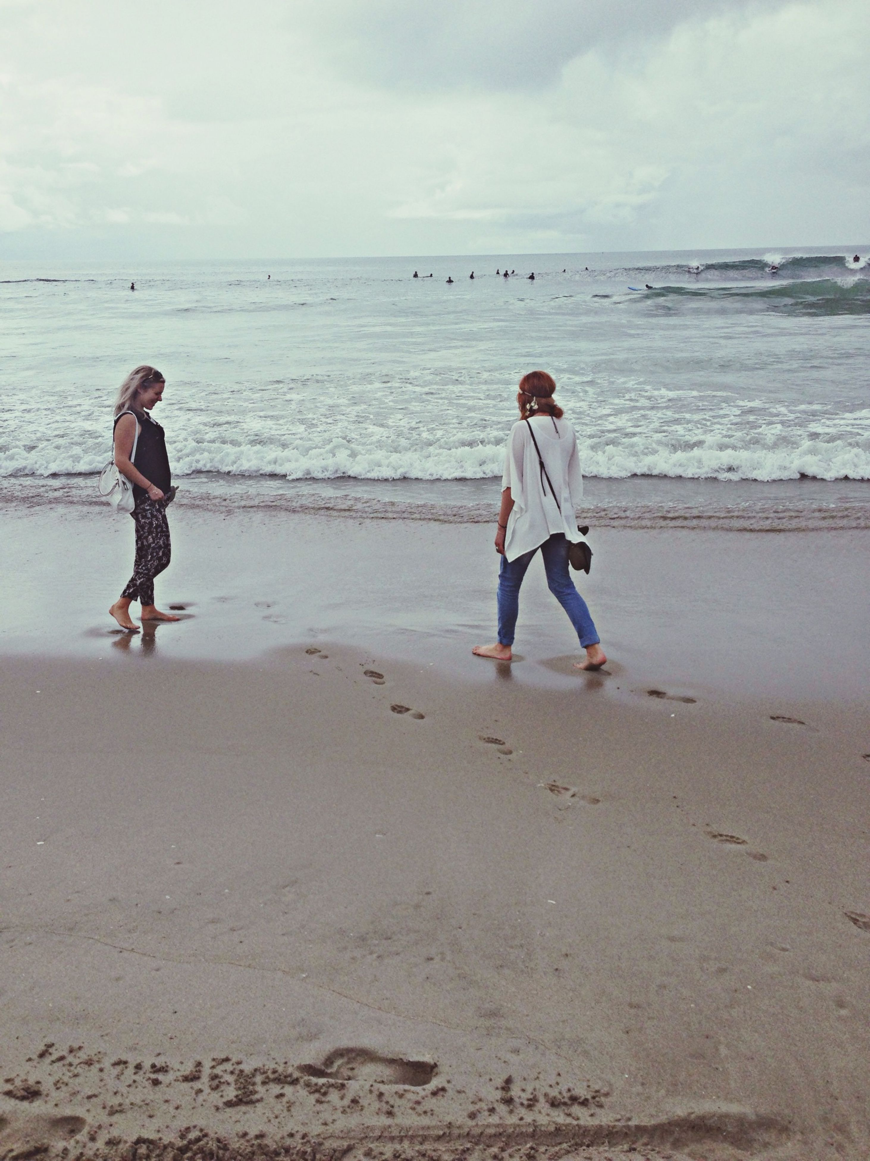 beach, sea, shore, water, sand, horizon over water, full length, lifestyles, leisure activity, childhood, sky, casual clothing, vacations, boys, elementary age, standing, girls, wave