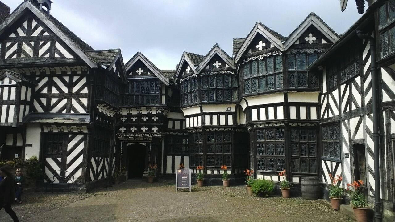 Architecture Building Exterior History Built Structure No People National Trust 🇬🇧 Little Moreton Hall The Crooked House Tudor House Beautiful Architecture Historical Building Historical Architecture