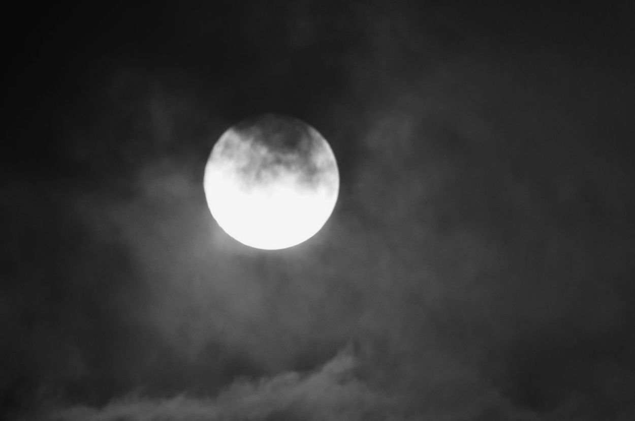 2:20 9/June/2017 月 雲 Moon And Clouds Moon Moon Light Night Photography Light In The Darkness Moment Of Silence From My Point Of View Taking Photos Moon Shots Monochrome Black And White Night Sky Sky And Clouds Light And Shadow 月夜 月明かり Tokyo,Japan