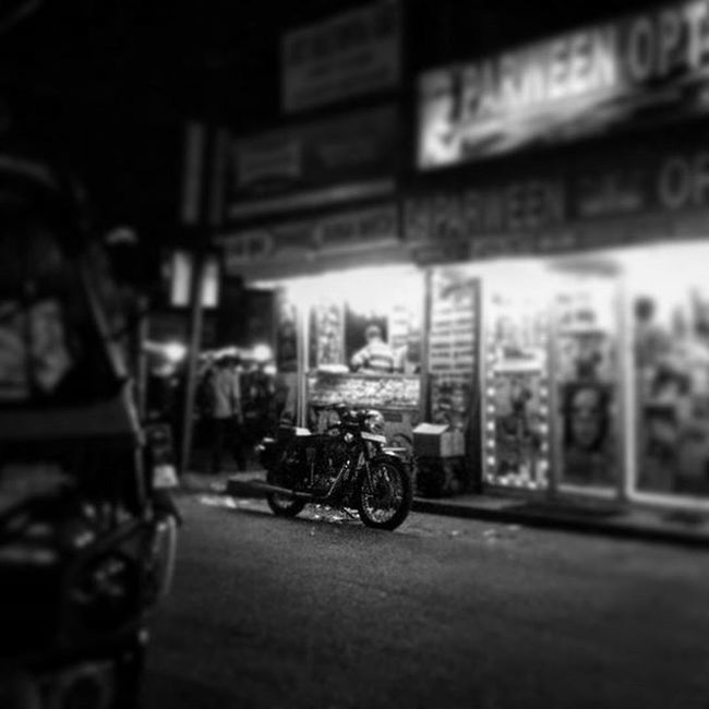3rdpicoftheday Bnw Bnw_life Bnw_captures Bnw_society Bnw_india Bnw_world Birdseyeview Royalenfield Beast Spotted Akingsworth Bikegoals Addedtothebucketlist Motivated Streetstruck Streetstrolling BusyPeople Clickhappy Amateurphotographer  Camerateur _soi Indiatravelgram Indiameets Spottly keepexploring