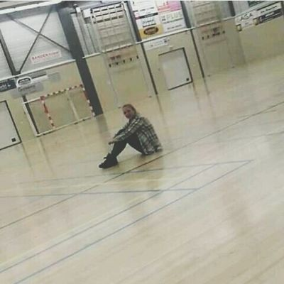 Back then, the dokter told me 'don't play volleyball for a month' so I went to our field and was like ' I just wanna sit here and cry' Backache Volleyball Sad