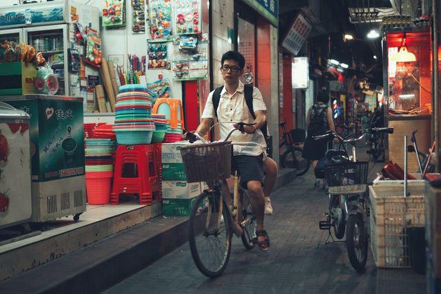 城中村的日与夜 三元里 Bicycle One Person Looking At Camera