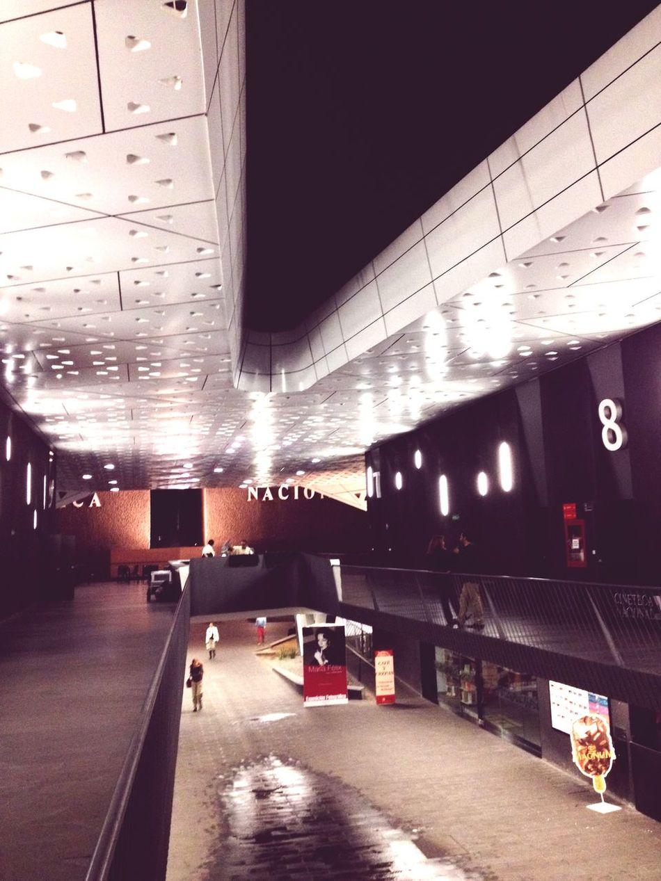 """""""V"""" Architecture Arquitecture Arquitectura Deconstruction Deconstructivism Deconstructivismo Rain Lloviendo Raining Lluvia"""