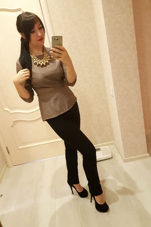 Hello World ! 32! 😨 😂 all of you have found my gray strand? Happy Birthday To Me!! Happy Birthday! Birthday Portrait Of A Woman Today's Hot Look Fashion Style That's Me Sensual_woman Selfportrait Holiday Party Pretty Girl Red Lips Red Lipstick Long Hair High Heels June 10th