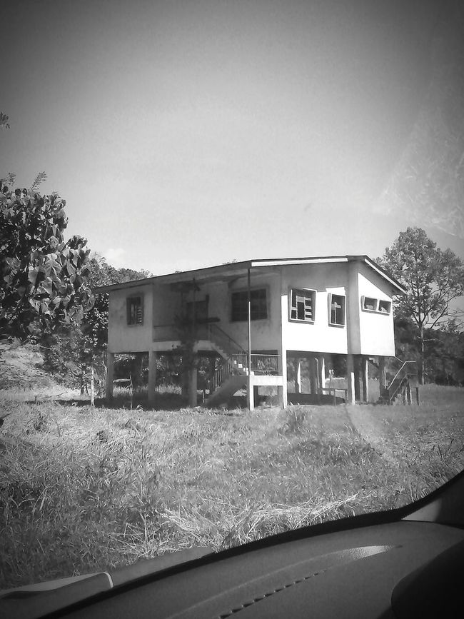 Hi! Check This Out Taking Photos Haunted House Haunting Photos Of Abandoned Places Seeing Ghosts Scary Places Creepy OMG!!!!  Helpp!!