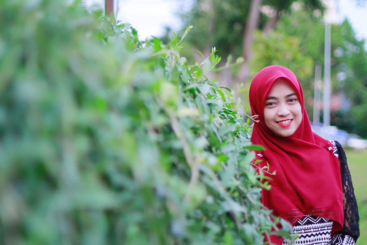Only Women One Woman Only Adults Only One Person Beauty Young Adult Happiness Adult Smiling Beautiful People Women Green Color Portrait Outdoors People Plant Tree Young Women Flower Nature Muslimahfashion Muslim Women EyeEmNewHere