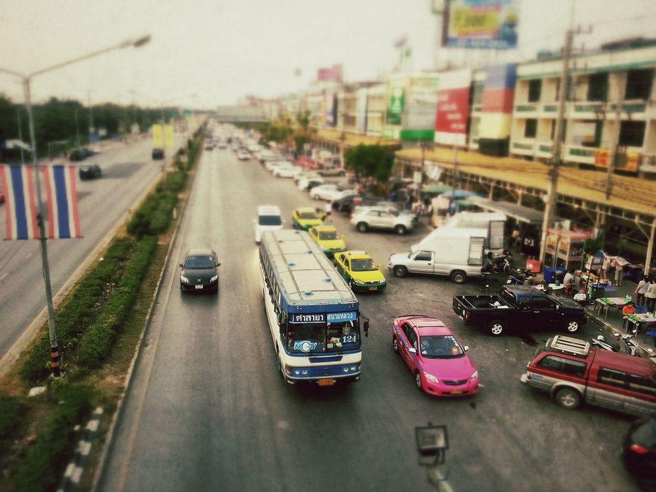 สะพานลอยหน้ามหาวิทยาลัยมหิดล อยู่ใกล้คุณ Thailand_allshots Samsung Live Near You