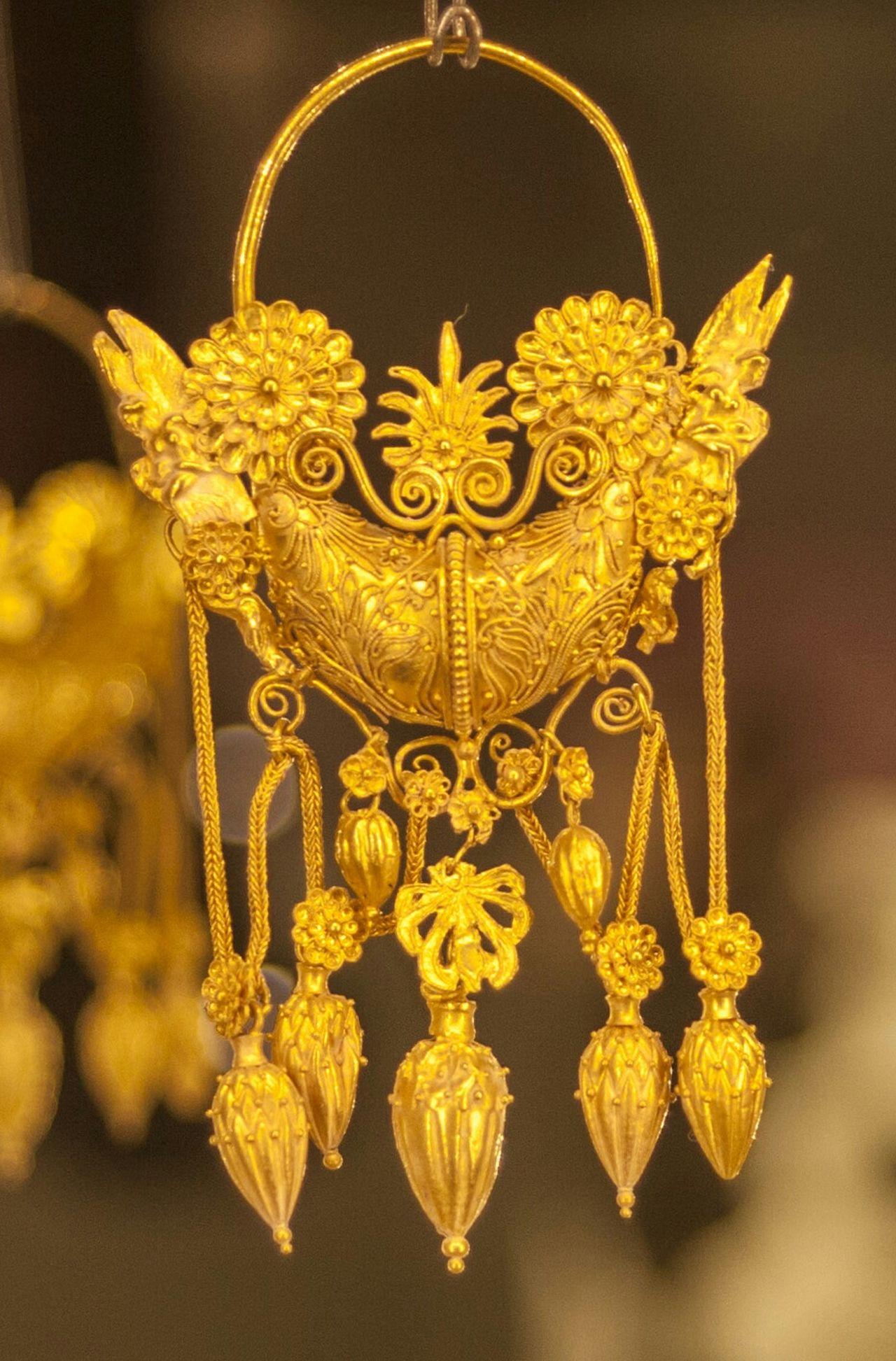 Gold Of Taranto Simbol Of Museum Marta Museum Mediterranean Story Ancient Magna Grecia
