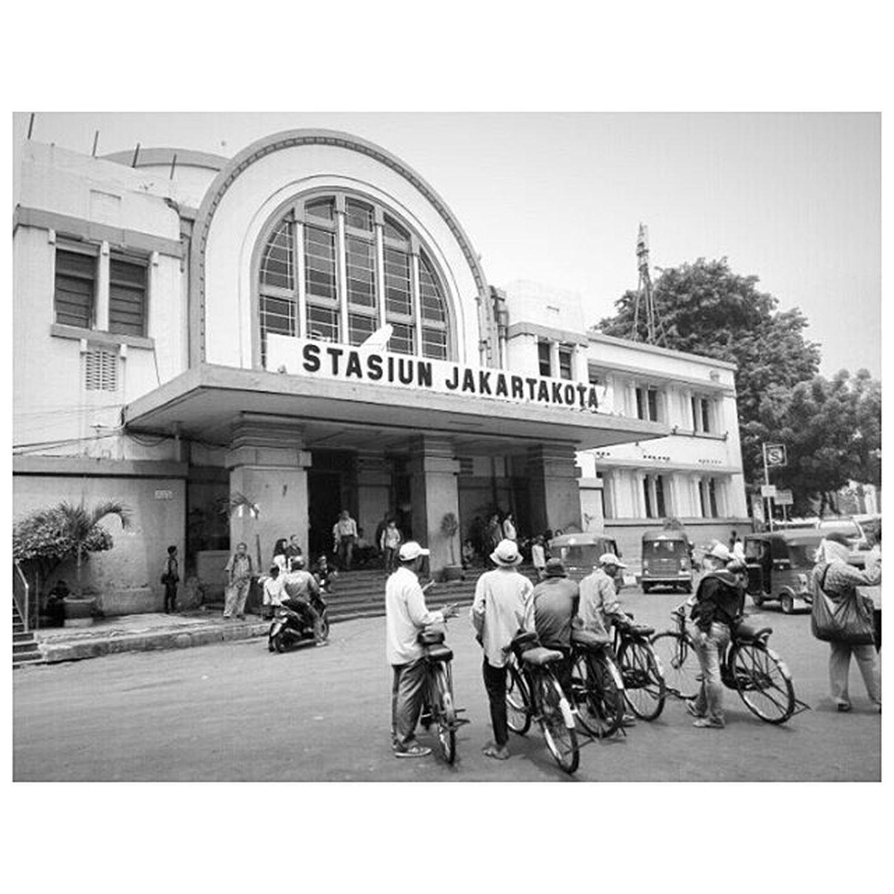 Waiting for customer Stasiunkota Ojeksepeda Jakarta 1000kata Natgeotravel Nationalgeographic Natgeoindonesia Pewartafotoindonesia Instalike Instagram Instagood Instadaily Instamood Photooftheday