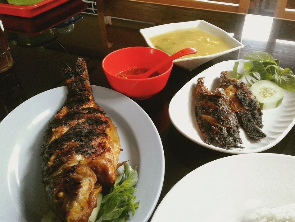Food Roasted Fish Chilli Sauce Fresh Fish From Lake Indonesian Foods Banjarmasinstyle Healthy Foods Serving Size Close-up Serving Dish Table Freshness Plate First Eyeem Photo