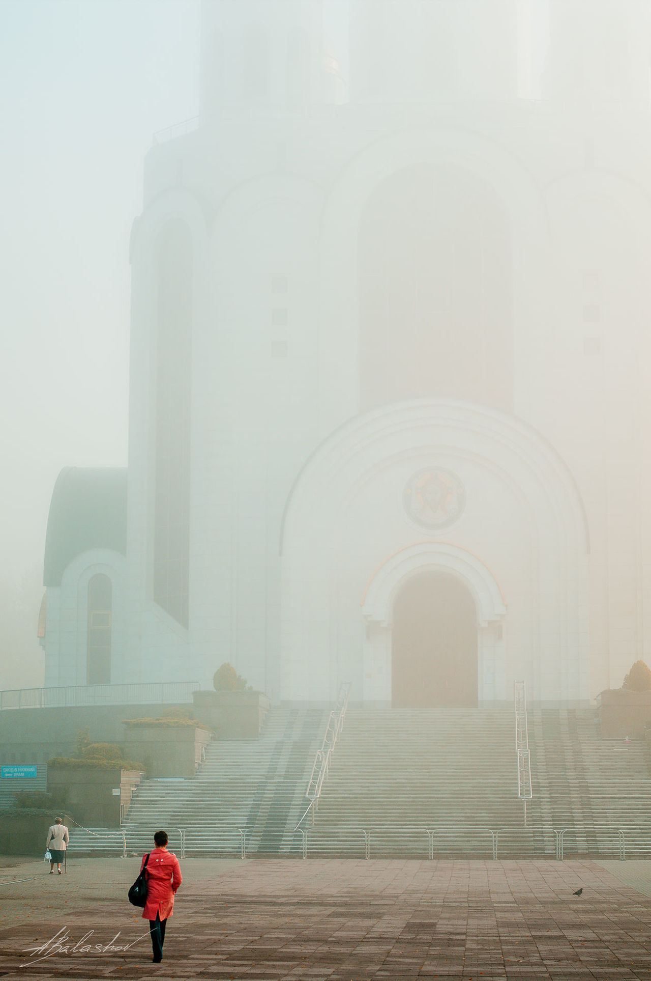 калининград Kaliningrad Streetphoto_bw Fujifilm X-Pro1 35mm Streetphotography Fujifilmru ХрамХристаСпасителя храмы России туман