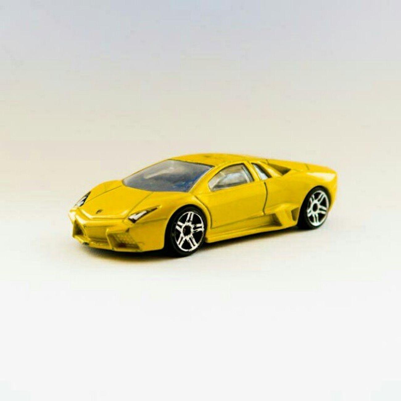 Fotos del micro estudio improvisado Landscape Love Toys Studio Yellow Lamborgini  Instamood Instagood Igers Professional Microstudio