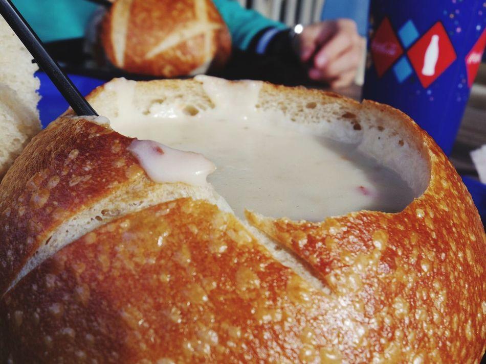 LAのディズニーにて、お昼はパンに入ったクラムチャウダー😋 Food Yummy Disneyland Disney Anaheim Disney California Adventure California Clamchowder Soup