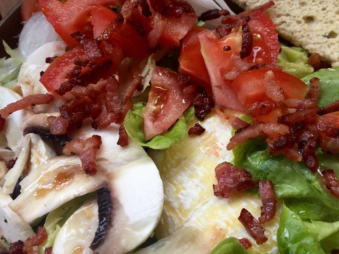 Salad Tomato Mushrooms Diced Bacon Goatcheese