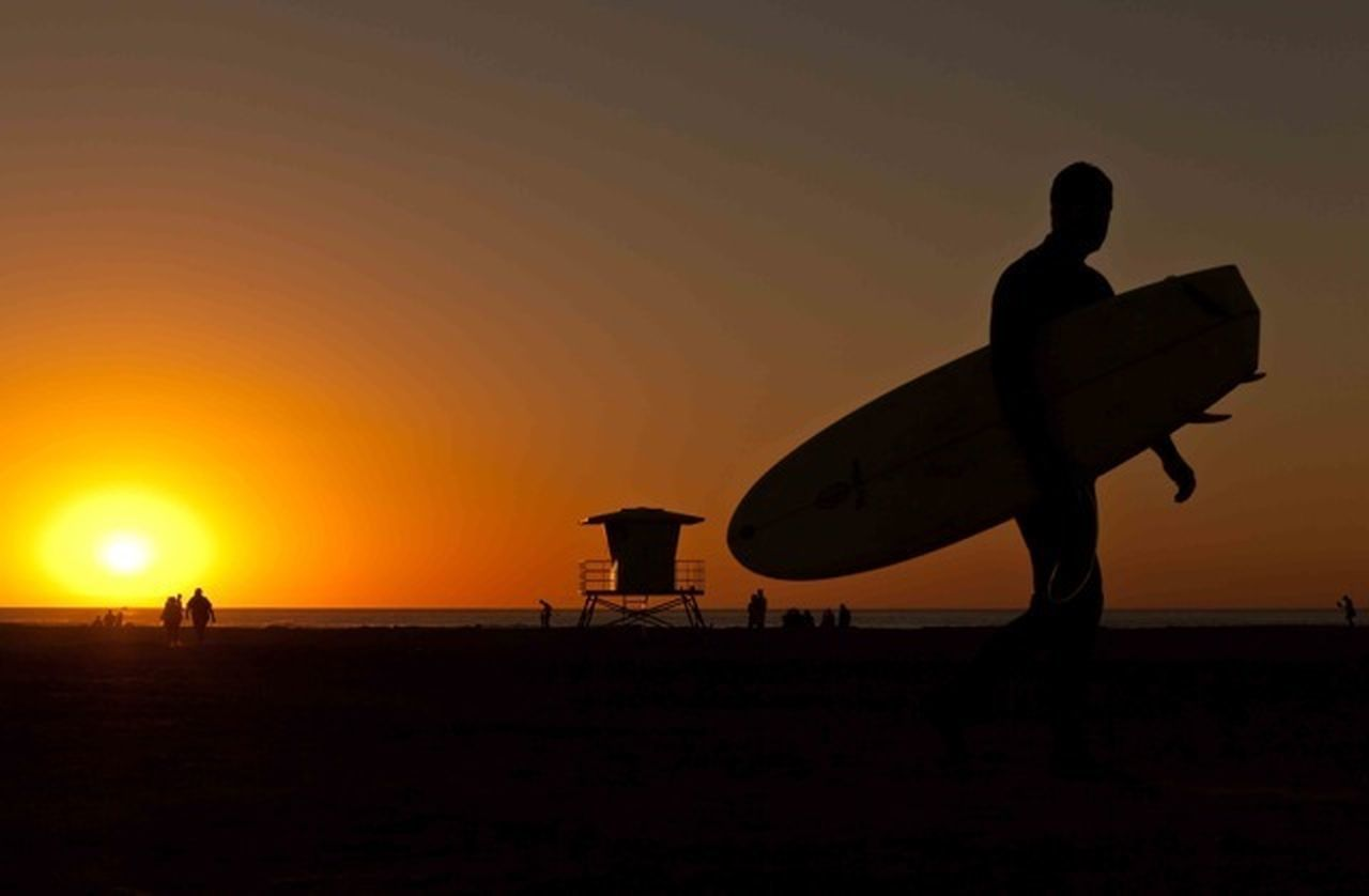 sunset, silhouette, sun, nature, beach, leisure activity, real people, sky, men, lifestyles, beauty in nature, tranquility, standing, sea, outdoors, vacations, full length, scenics, people, one person, only men, adult, adults only