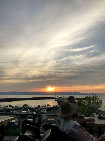 2017, June 8th Sunset Canada Quebec Microbrasserie Fleuve Saint-Laurent Fleuve Sky Cloud - Sky Water Horizon Over Water Lifestyles