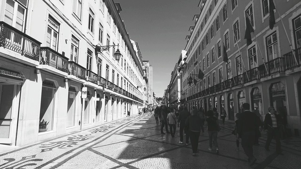 The City Life City Street Fresh On Eyeem  Eye4photography  EyeEm Gallery People Photography People Walking  Black & White Black And White Lisbon - Portugal Cityscape Built Structure Building Exterior Lisbonlovers Street Photography Blanck And White