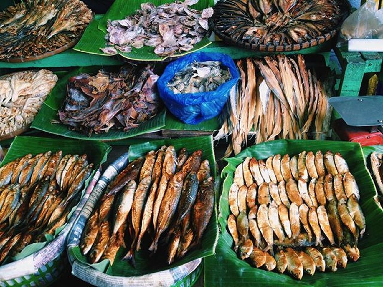 Tuyo (dried fish) enough to stank up your entire fridge. Palengke Imus Philippines Explorephilippines VSCO Vscotravel Natgeotravel Travelwhattodo Nam_travel Matadornetwork GrammerPH Farmersmarket FishMarket Travelblog Internationalfood