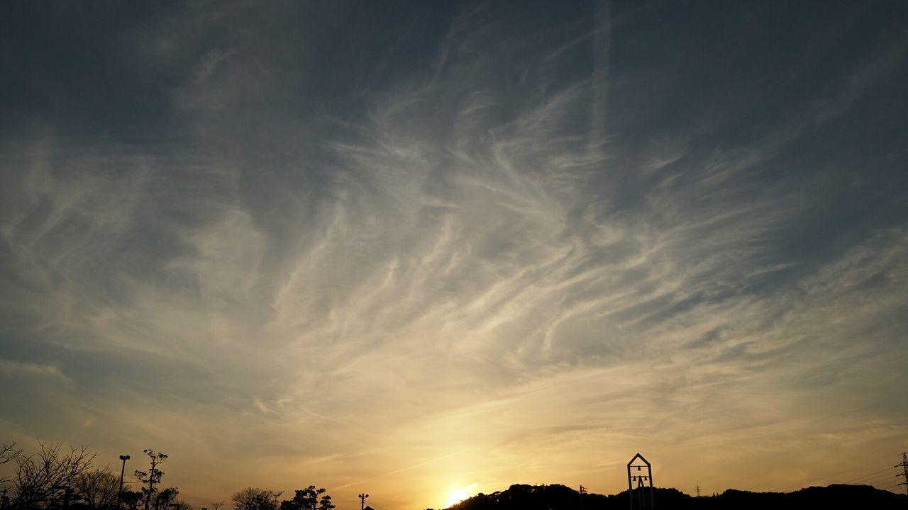 Sunset Silhouette Cirrus Clouds Cirrus Contrails Contrail Dusk Dusk Sky Dusk Colours Mirrorless Japan Beauty In Nature Vapor Trail