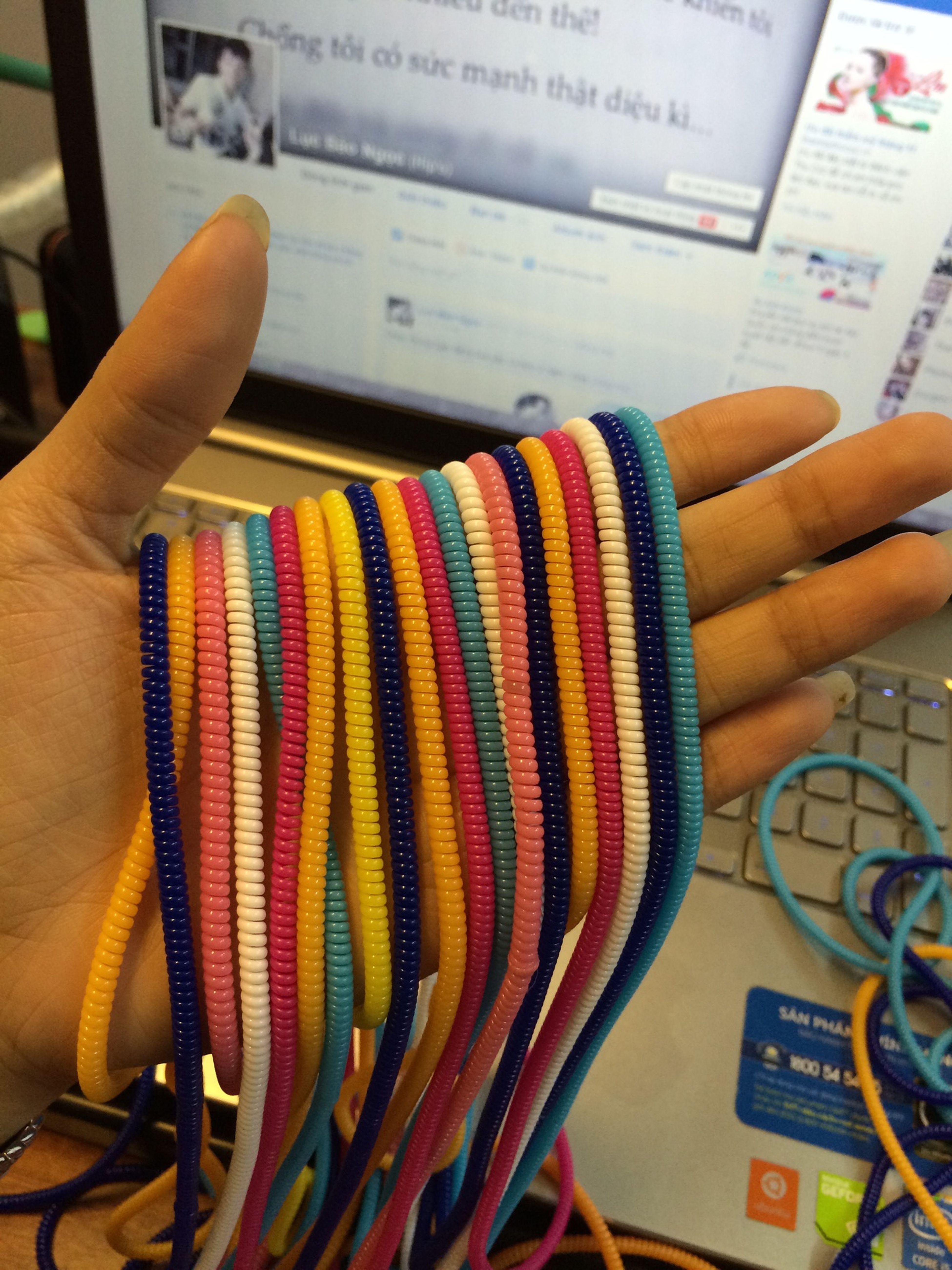 Dây cuốn bảo vệ cáp sạc tai nghe v..v chỉ 15k/dây và hàng luôn có sẵn nhá ?? mua hàng 01644423194
