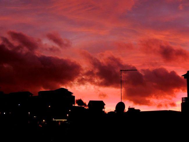 Brontesunset Eyeem Best Shots - Landascape Sky Sunset #sun #clouds #skylovers #sky #nature #beautifulinnature #naturalbeauty #photography #landscape Sunset_collection Sunsetfromthewindow Sunsetfromwindow