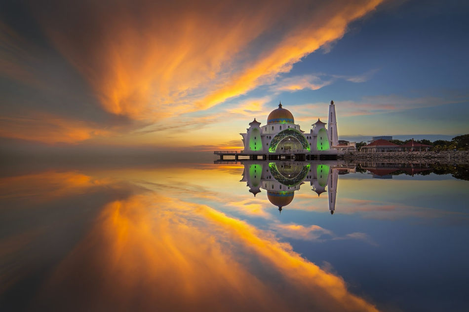 Beautiful reflection of Straits Mosque in Melaka during sunset Cloud - Sky Dramatic Sky Long Exposure Malaysia Masjid Melaka Mosque No People Outdoors Reflection Relegion Scenics Sky Straits Mosque Sunset Symmetry Travel Destinations Water