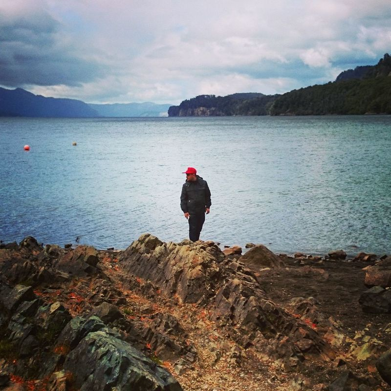 Yo, Camino de los Siete Lagos, Argentina. Sea Outdoors Water Nature One Man Only Beauty In Nature CaminoDeLosSieteLagos Argentine Argentina Argentina Photography Andes Andes Mountains Patagonian Andes Patagonia Argentina Patagonia Mountain Nature Sky Bariloche, Argentina Patagonia Andina