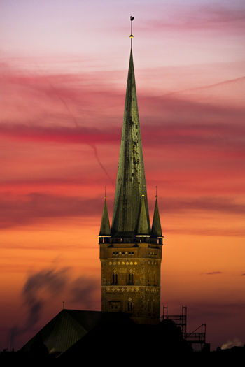 St. Petri zu Lübeck Cathedral Chimney FUJIFILM X-T2 Fresh On Eyeem  Lübeck St. Petri Steam World Heritage Architecture Beauty In Nature Brick Gothic Bricks Brickstone Building Building Exterior Built Structure Copper  Dramatic Sky No People Sunset Tower Travel Desinations Travel Destinations Vapor Trail Shades Of Winter An Eye For Travel