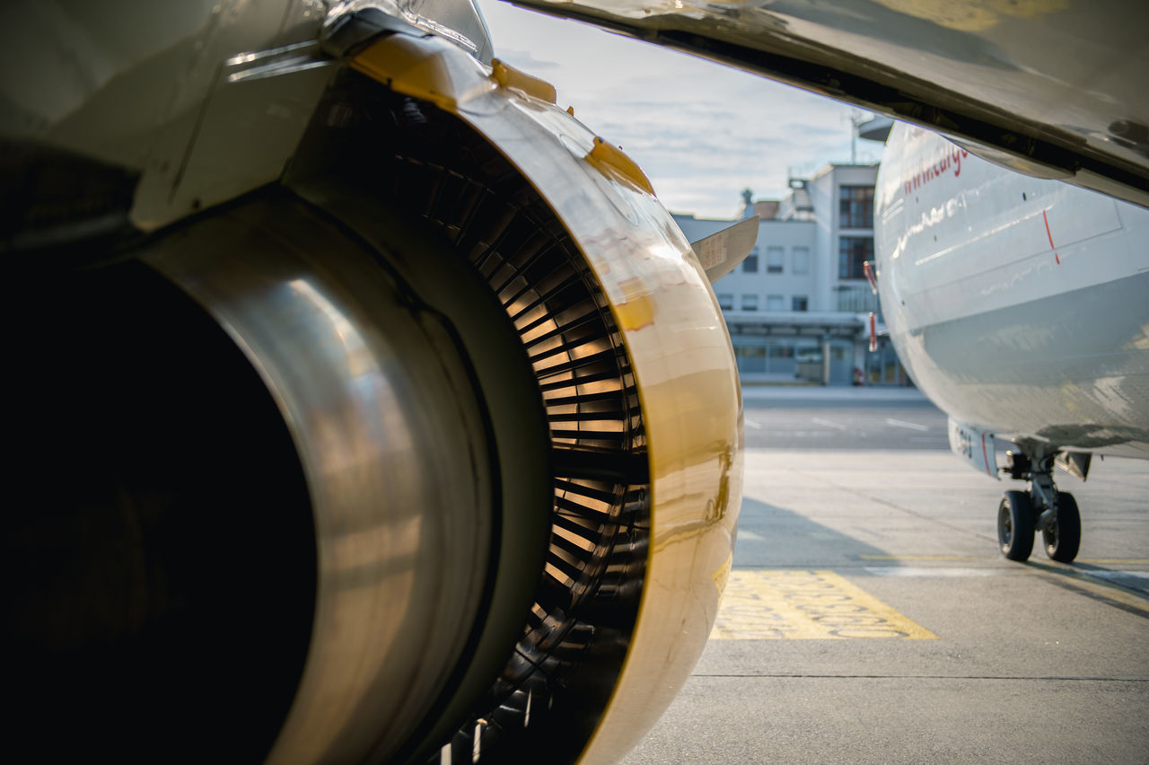 airplane, air vehicle, transportation, airport, mode of transport, jet engine, commercial airplane, day, travel, airport runway, public transportation, no people, stationary, runway, outdoors, aerospace industry, close-up, sky