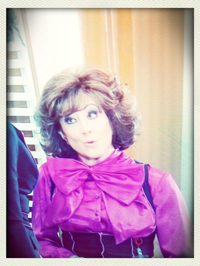 la julisa..se parece al sombrerero!!! ganaria halloween en el colis..ajaaaa ke risa...
