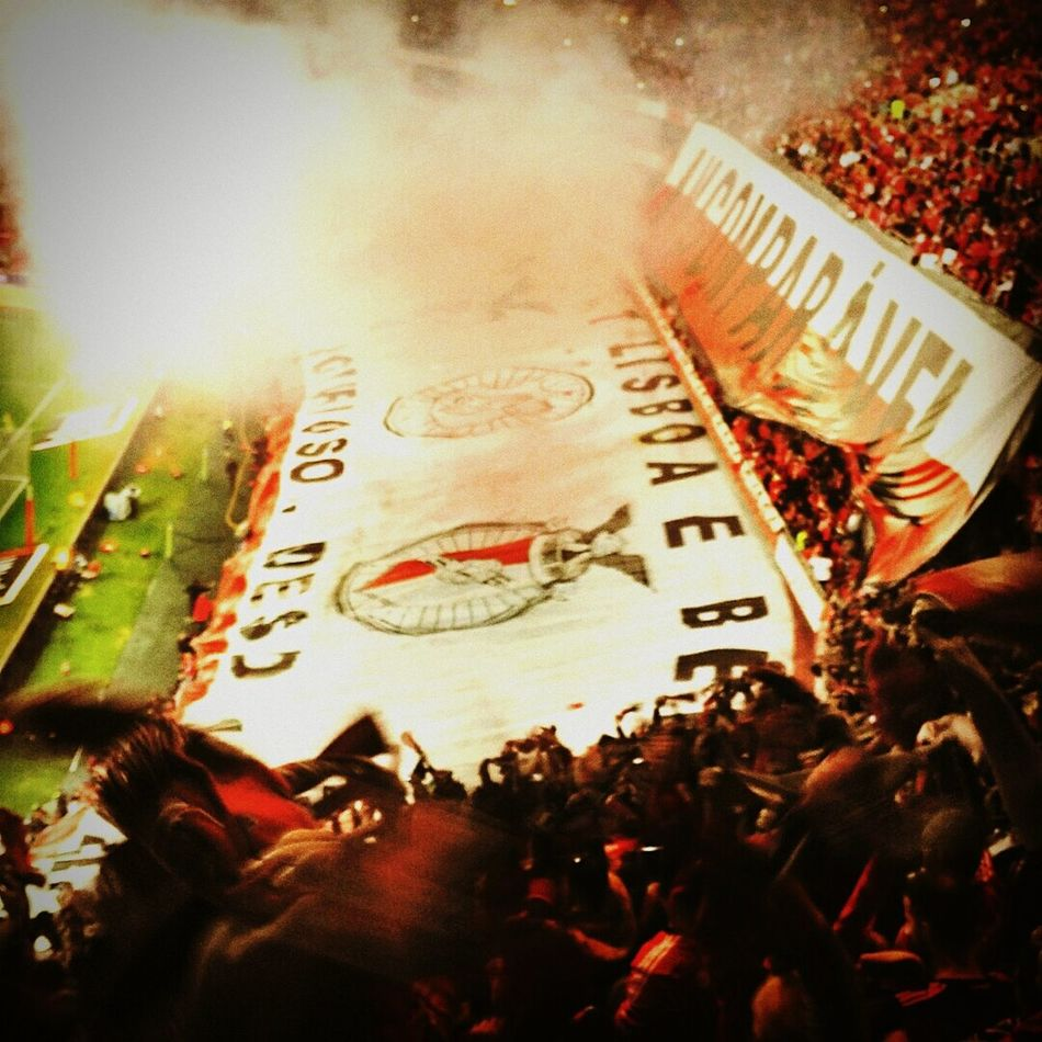 Football passion ... Incomparable Fotball Fever Footballislife Football Fans Incomparable Crowd Fan - Enthusiast Benfica Benfica Stadium Football Days  Football Passion