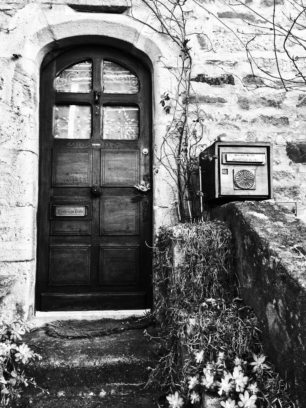 La porte de la petite école Bnw_friday_eyeemchallenge Bnw_doors Bnw_life Bnw_collection Bnw_captures Doors
