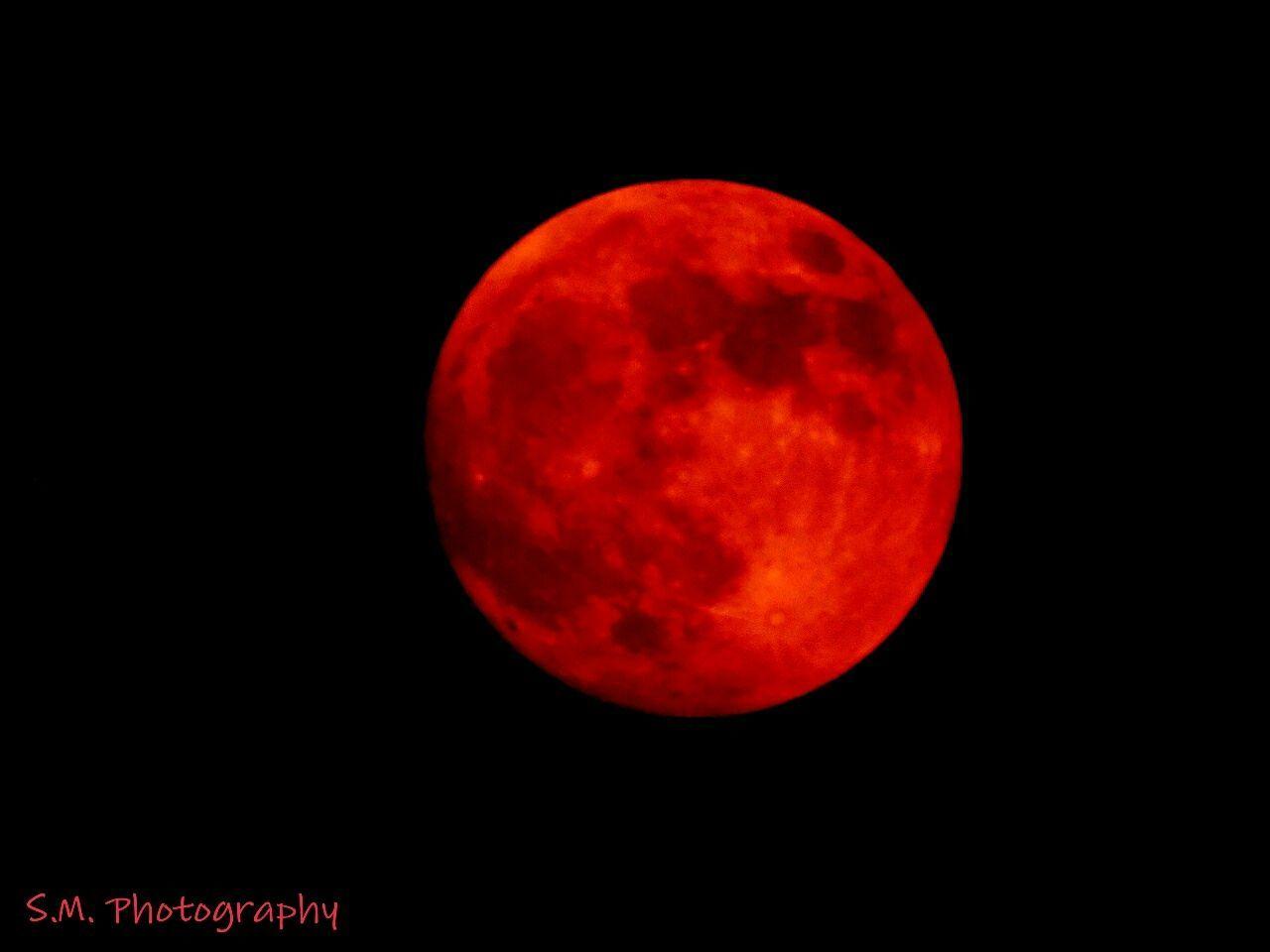 sunday 7:30 pm blood moon