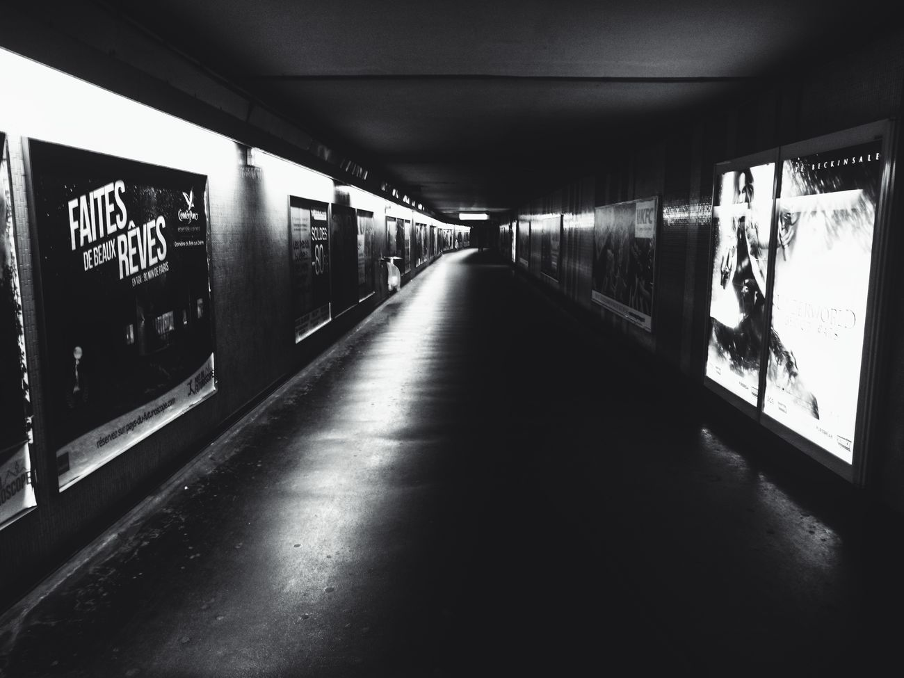 Artsofvisuals Inspirations EyeEm Gallery Arts No People Blackandwhitephoto Monochrome Photography MonochromePhotography Blackandwhite Photography Paris Monochrome Capture Black And White Monoart Lens Peoplecreatives Transportation Tunnel Tunnel Vision