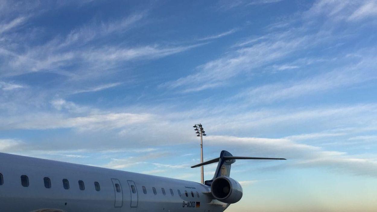 Lufthansa CRJ700 Staralliance MUC Airport Sunset Wolkenhimmel