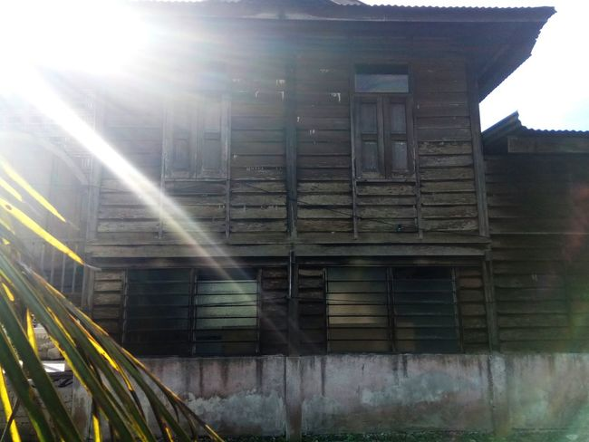 sunlight Built Structure Architecture Sunlight Wooden House Old Buildings Old House House Building Exterior Sunlight Reflection Leaves Coconut Leaves Outdoors Evening