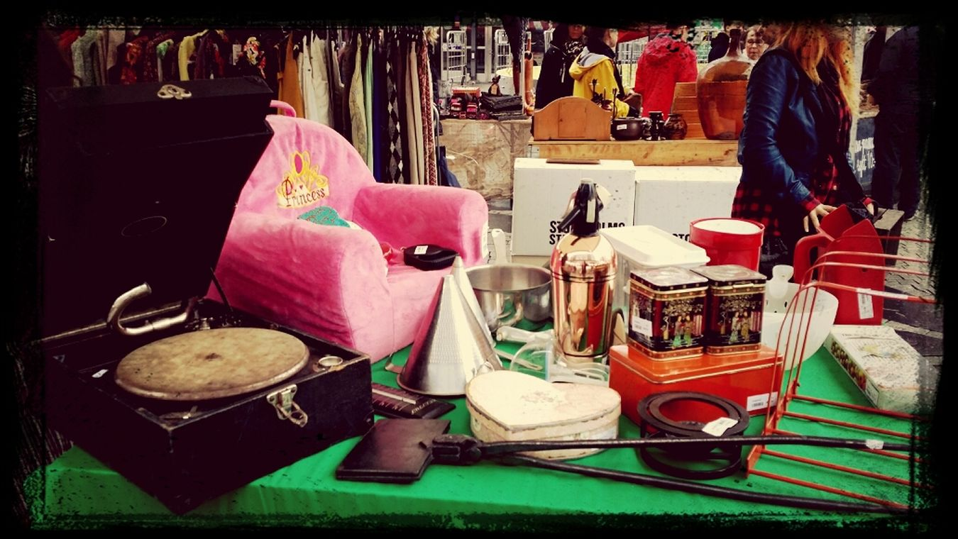 Streetmarket Vintage Grammophone Walking Around