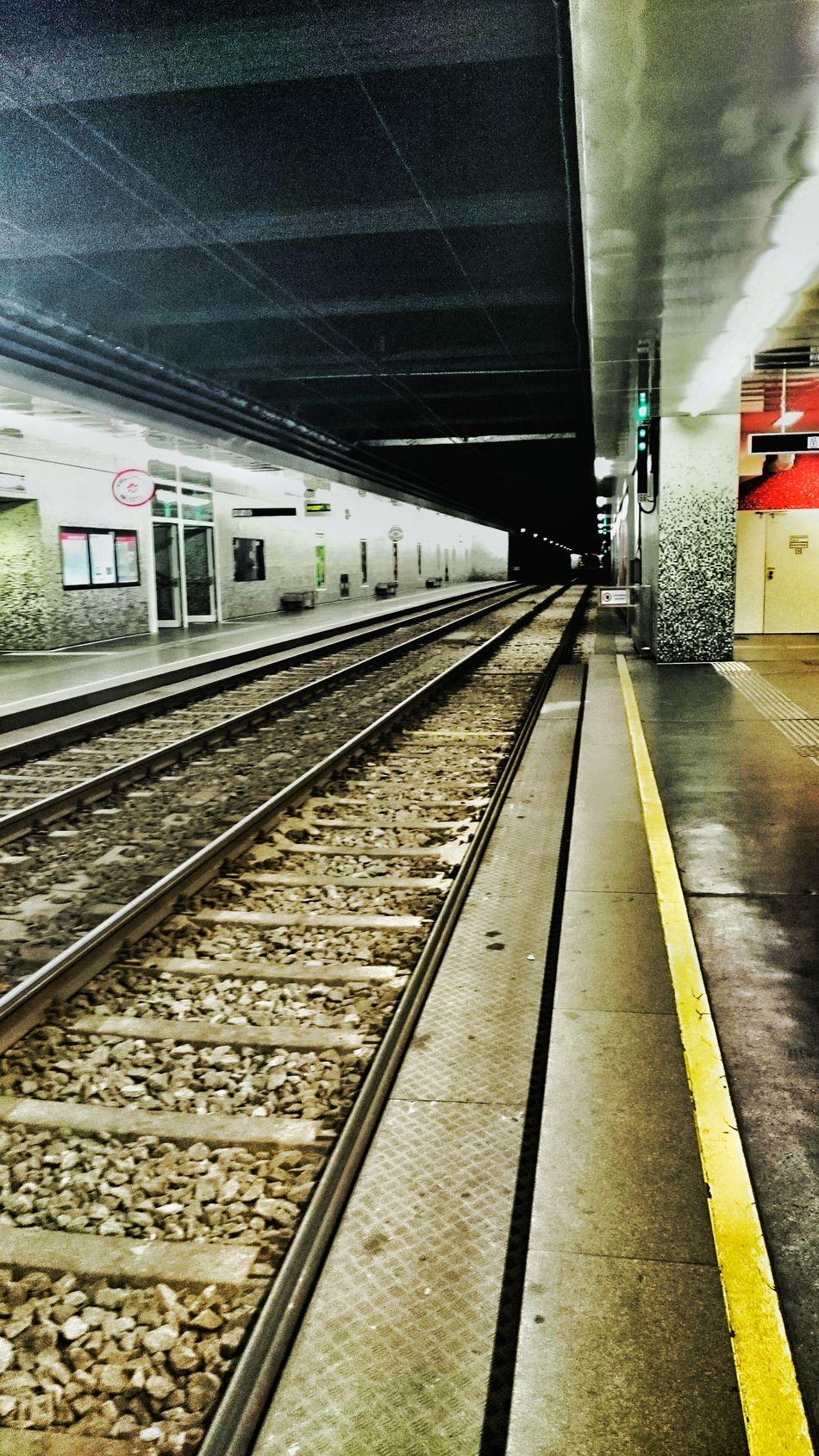 Taking Photos Ubahnwarten Ubahn Wien Ubahnflow Ubahnhof Ubahn Station Ubahn UbahnStation Subway Art Subway Subway Station Subwayphotography Ubah City Streets