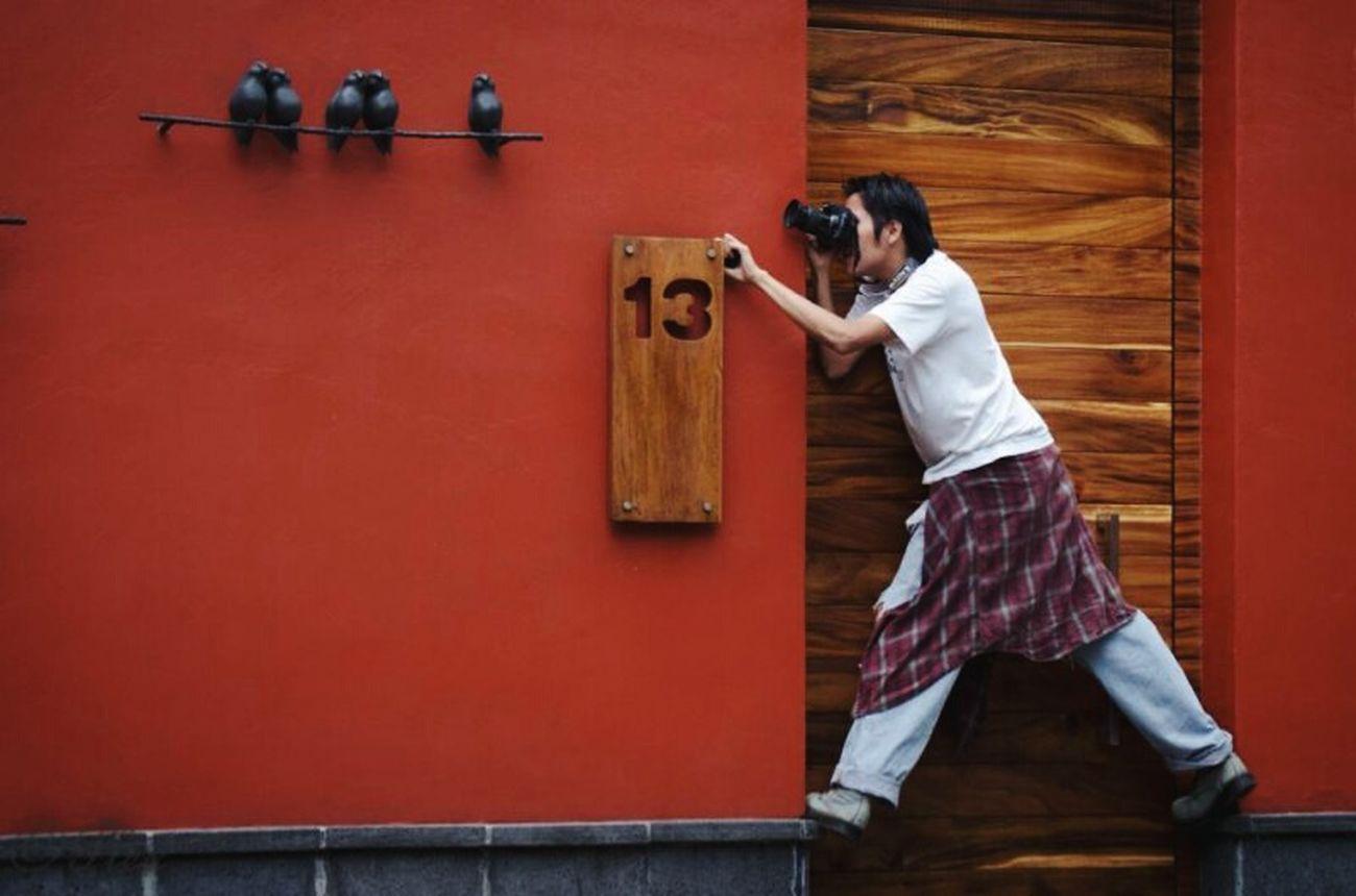 No es cuestion de enfoques. ESCUESTIONDEENFOQUES Filosofando Taking Photos Photo Shoot San Angel Mexico City Photographer Red Wall Open Edit