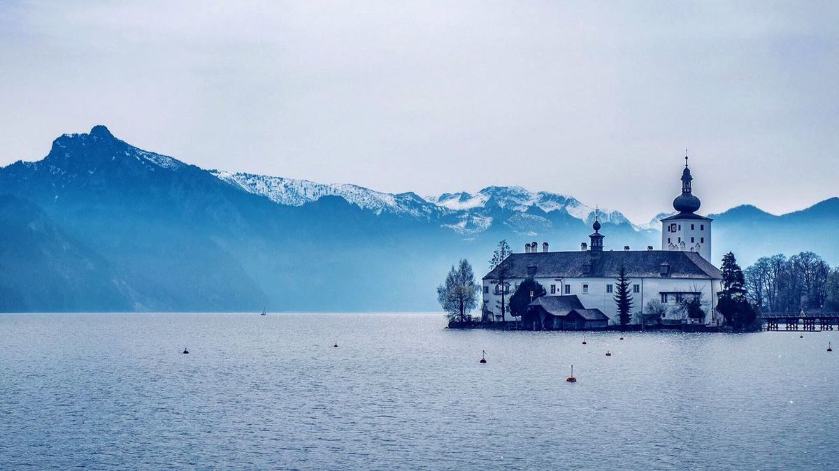 Gmunden/Schloss Orth Austria ❤ Austria Austrianphotographers Gmunden Traunsee Spring Springtime Lake Mountains Taking Photos Enjoying Life Outdoor Photography FUJIFILM X-T10 Travel Photography Austrianblogger Upperaustria Salzkammergut Landscape_Collection Travelphotography Exploring