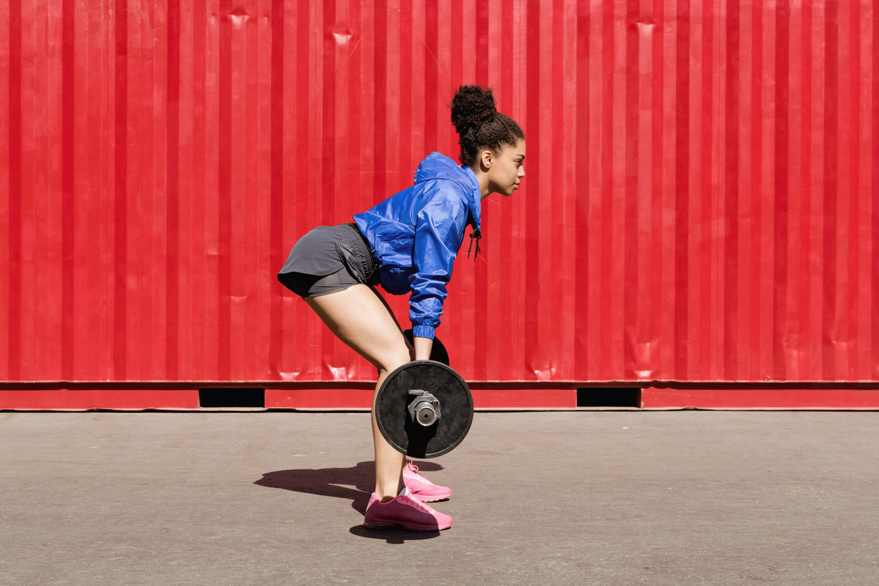 Adult Athlete Crossfit Day Exercise Equipment Exercising Female Fitness Full Length Health Club Healthy Lifestyle Holding Lifestyles Motivation One Person Outdoors People Picking Up Real People Side View Sport Training Wall Woman