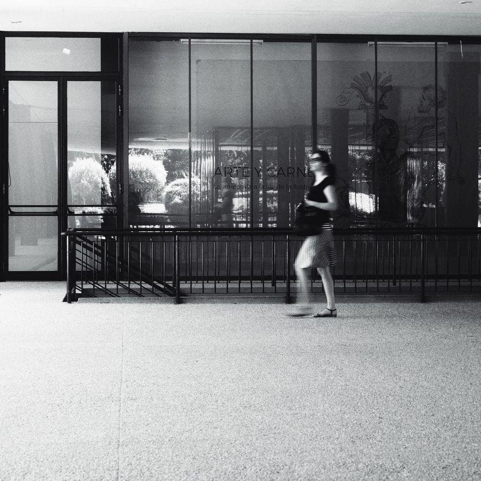 I'm late! E-M1 Madrid Museodeltraje Museum Olympus Olympus OM-D EM-1 OM-D OM-D E-M1 Street Photography Streetphoto_bw Streetphotography Window Windows Woman