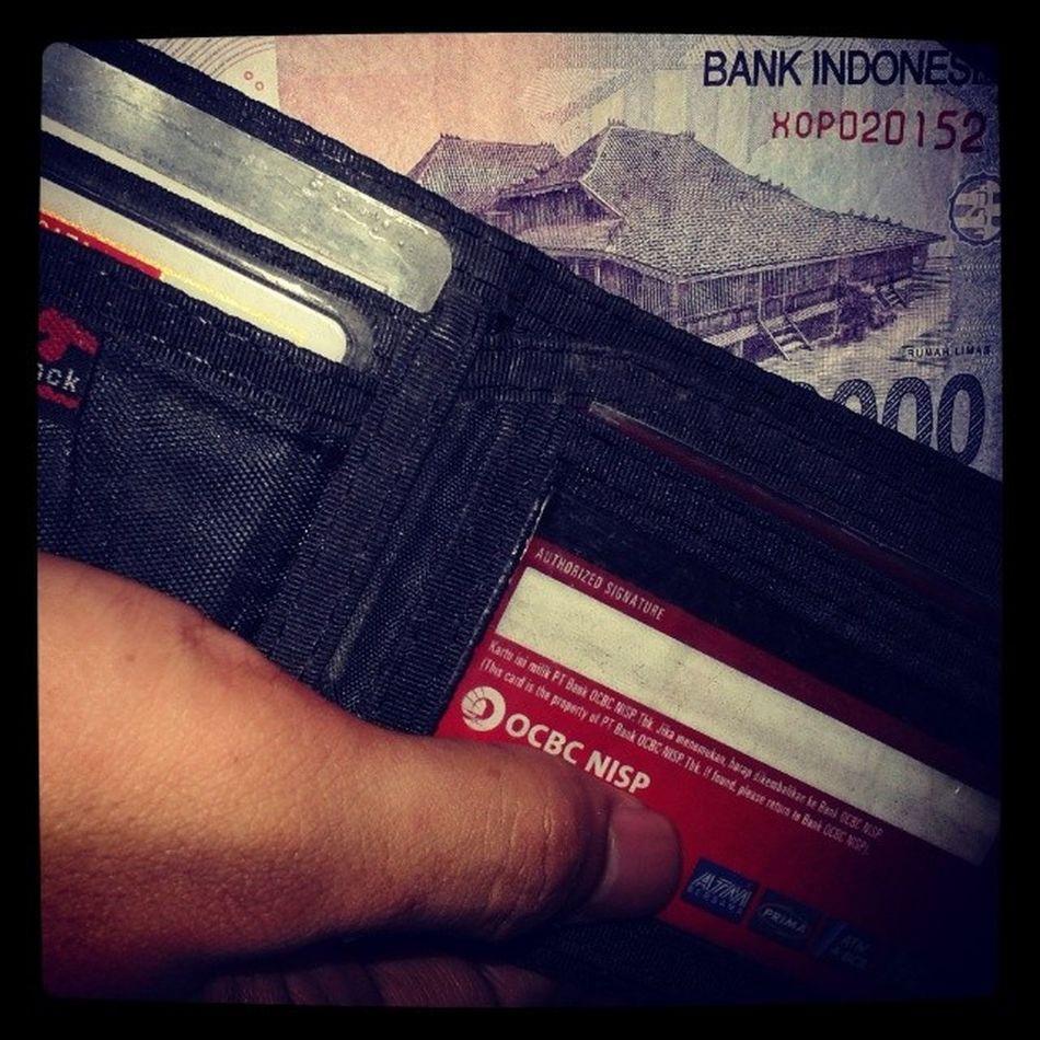 Dunia kerasa kejam ketika isi dompet tinggal 10rb !!!!