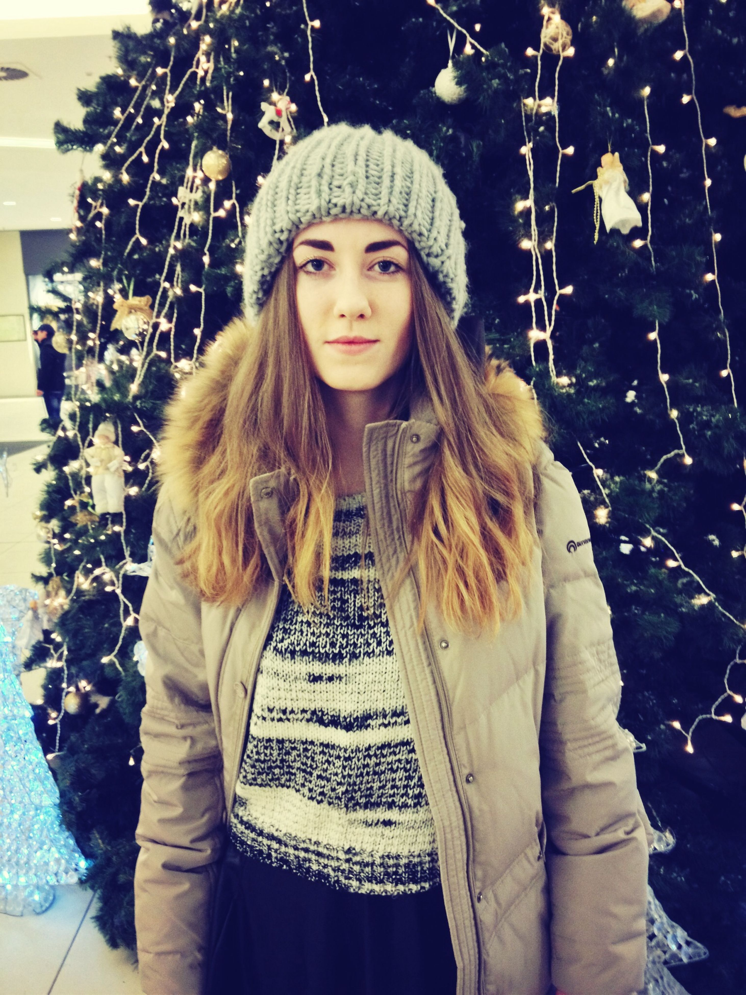 looking at camera, portrait, person, young adult, front view, lifestyles, young women, casual clothing, long hair, standing, three quarter length, leisure activity, smiling, waist up, tree, warm clothing, jacket