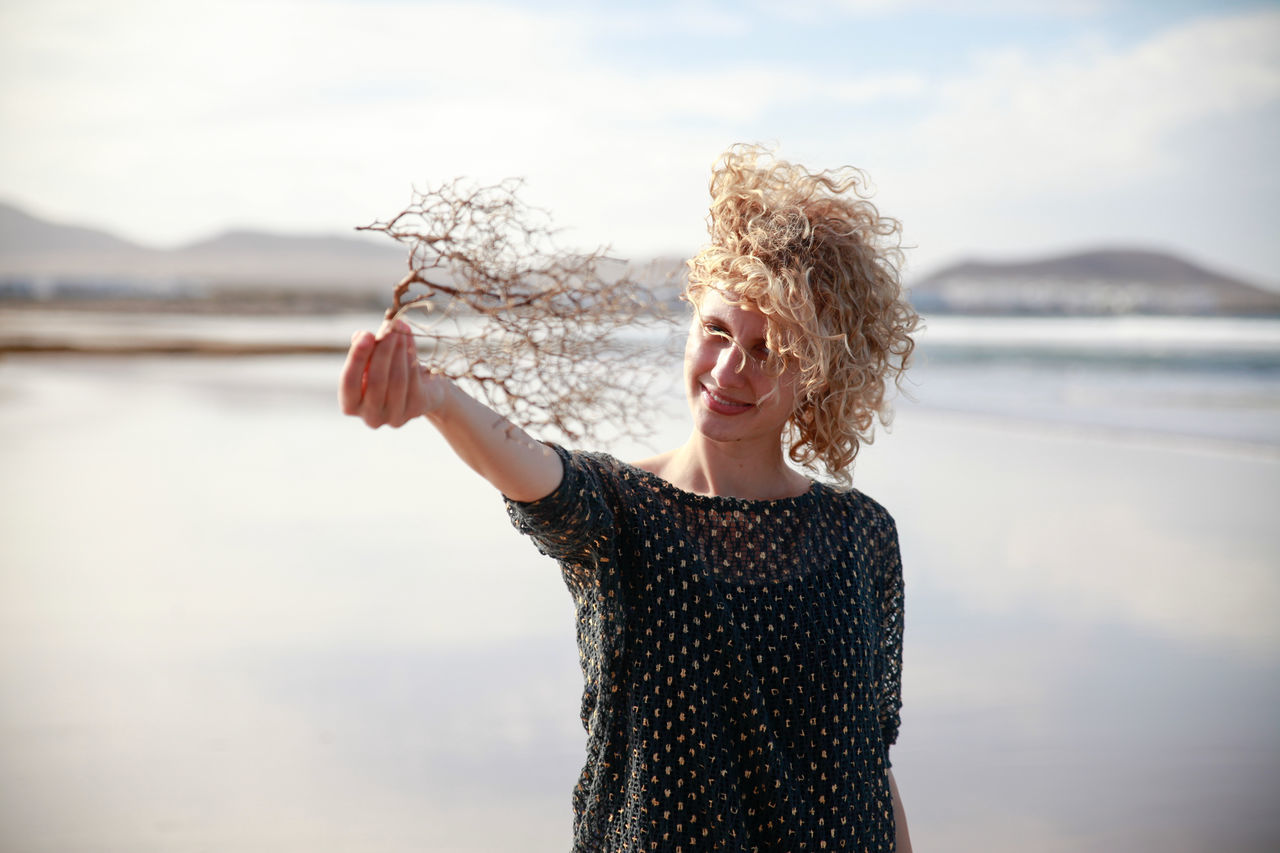 Beautiful stock photos of licht, 25-29 Years, Beach, Blond Hair, Casual Clothing